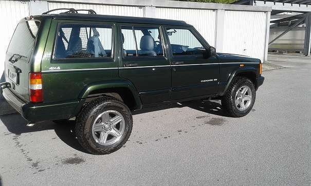 verkauft jeep cherokee 4 0 limited gebraucht 1998 km in salzburg stadt. Black Bedroom Furniture Sets. Home Design Ideas