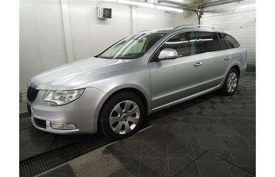 verkauft skoda superb 4x4 2 0 tdi dsg gebraucht 2010 km in graz. Black Bedroom Furniture Sets. Home Design Ideas