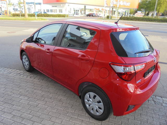 verkauft toyota yaris 1 0 vvt i young gebraucht 2016 14 km in klagenfurt. Black Bedroom Furniture Sets. Home Design Ideas