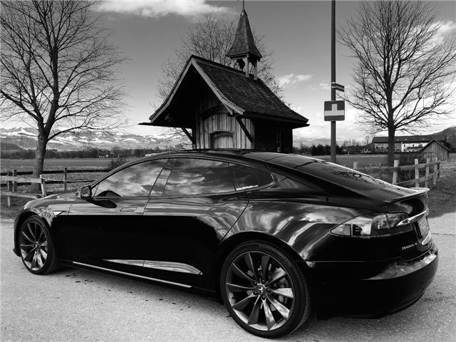 verkauft tesla model s p90dl mit grati gebraucht 2016. Black Bedroom Furniture Sets. Home Design Ideas