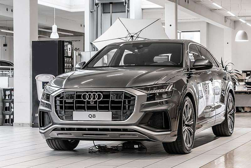 verkauft audi q8 50 tdi quattro s line gebraucht 2018 6. Black Bedroom Furniture Sets. Home Design Ideas