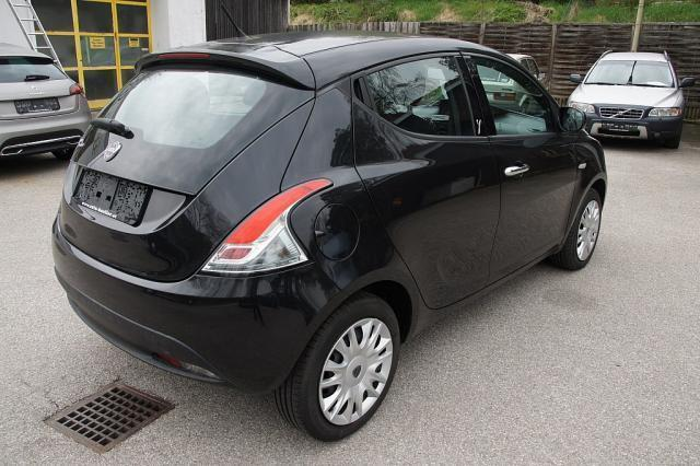verkauft lancia ypsilon gold 1 2 8v gebraucht 2012 km in linz. Black Bedroom Furniture Sets. Home Design Ideas