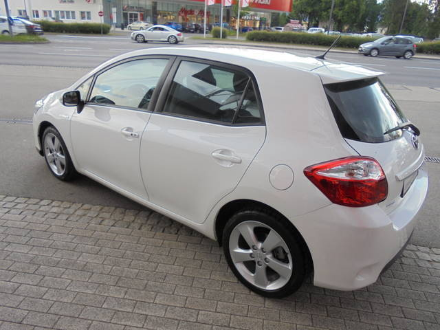 verkauft toyota auris 1 8 vvt i hybrid gebraucht 2011 km in klagenfurt. Black Bedroom Furniture Sets. Home Design Ideas
