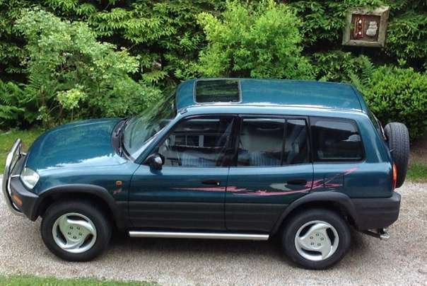 verkauft toyota rav4 sxa10 suv gel n gebraucht 1995 km in ebensee. Black Bedroom Furniture Sets. Home Design Ideas