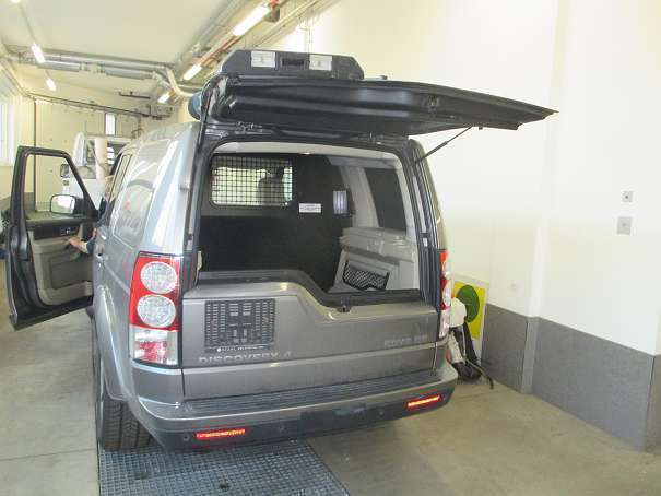 verkauft land rover discovery 4 3 0 td gebraucht 2010 km in wien. Black Bedroom Furniture Sets. Home Design Ideas