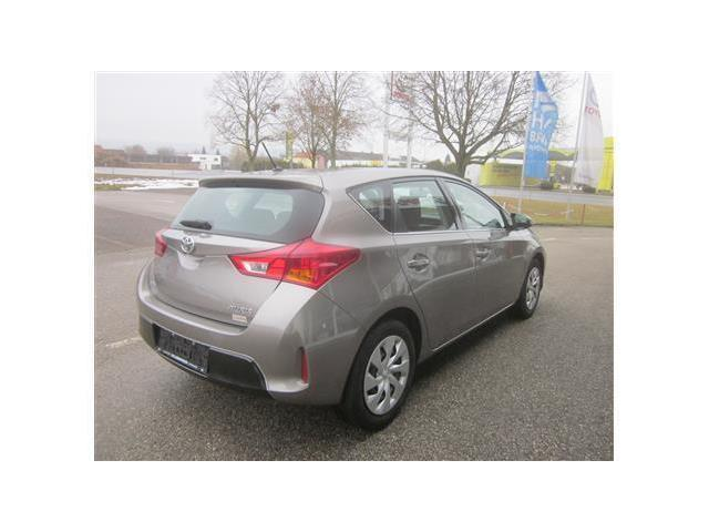 verkauft toyota auris 1 4 d 4d active gebraucht 2013 km in hartkirchen. Black Bedroom Furniture Sets. Home Design Ideas