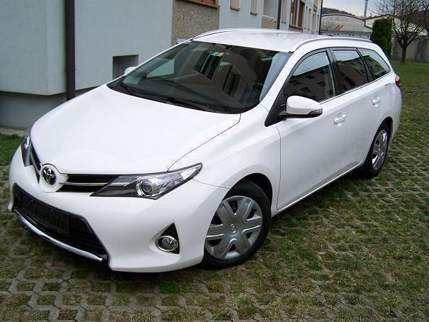 verkauft toyota auris kombi gebraucht 2014 km in sch rding. Black Bedroom Furniture Sets. Home Design Ideas
