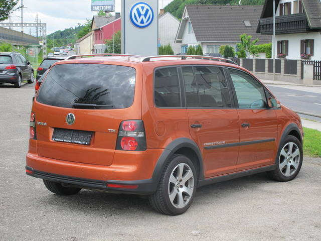 verkauft vw touran cross 1 9 tdi dpf gebraucht 2007 km in amstetten. Black Bedroom Furniture Sets. Home Design Ideas