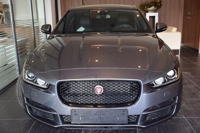 verkauft jaguar xe 20d prestige aut gebraucht 2016 15. Black Bedroom Furniture Sets. Home Design Ideas