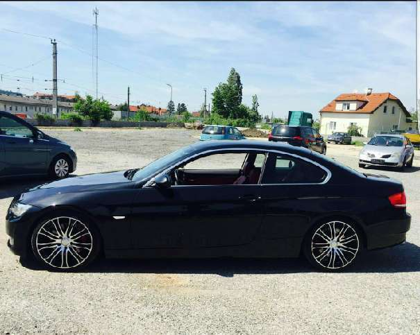 verkauft bmw 330 3er coupe gebraucht 2009 km in wien. Black Bedroom Furniture Sets. Home Design Ideas