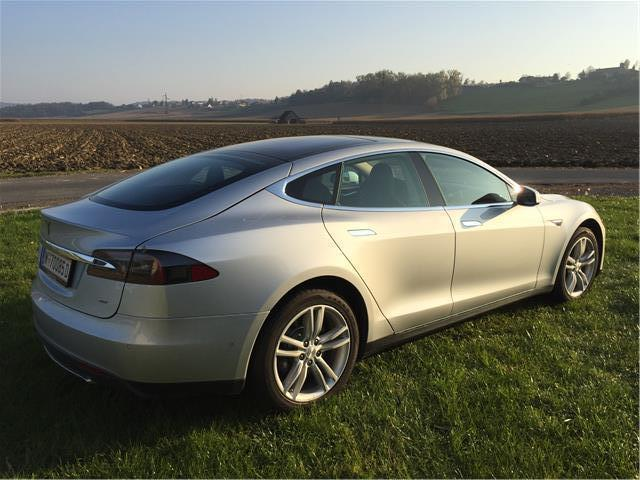 verkauft tesla model s 85kwh mit batt gebraucht 2015. Black Bedroom Furniture Sets. Home Design Ideas