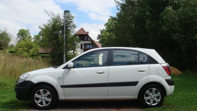 verkauft kia rio 1 4i motion 39 39 pilot 39 39 gebraucht 2009 km in gro enzersdorf. Black Bedroom Furniture Sets. Home Design Ideas