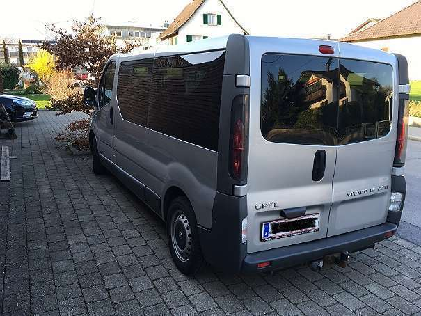 verkauft opel vivaro bus 8 sitzpl tze gebraucht 2004 km in hard. Black Bedroom Furniture Sets. Home Design Ideas