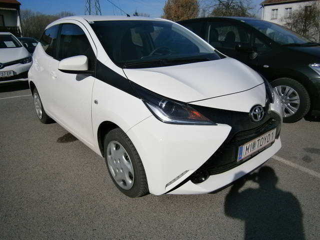 gebraucht 1 0 vvt i x play toyota aygo 2017 km 50 in mistelbach. Black Bedroom Furniture Sets. Home Design Ideas