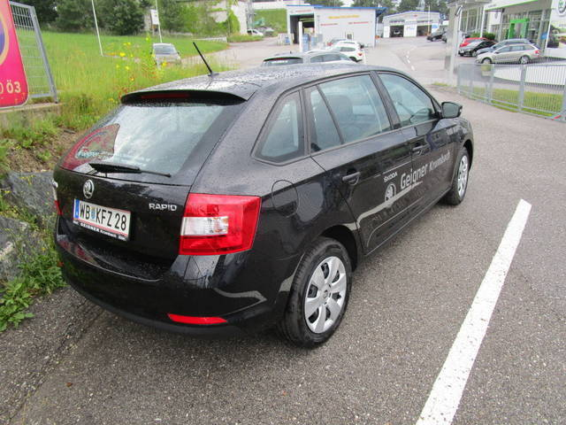 gebraucht 1 4 tdi company skoda rapid spaceback 2017 km in krumbach. Black Bedroom Furniture Sets. Home Design Ideas