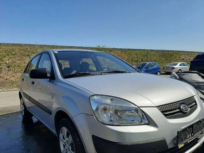 gebraucht Kia Rio 1,4 Benzin Klein-/ Kompaktwagen