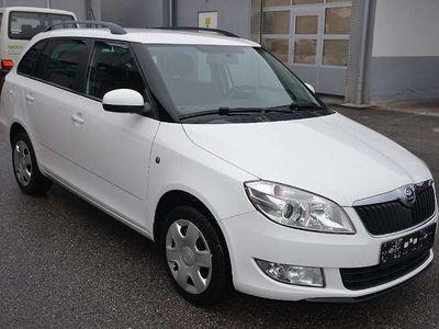 gebraucht Skoda Fabia Combi Ambition 1,6 TDI DPF/Klimaauto/1.Besitz Klein-/ Kompaktwagen