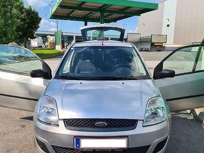 gebraucht Ford Fiesta Trend 1,6 16V Aut.