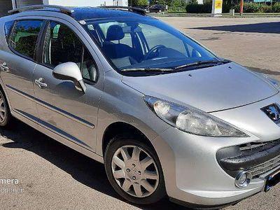 gebraucht Peugeot 207 Active 1,4 16V Kombi / Family Van