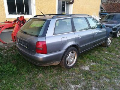 usata Audi A4 B5 2,8 liter Quattro Kombi / Family Van,