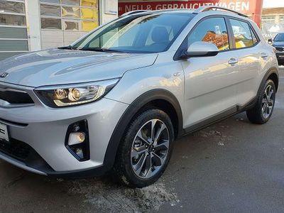 gebraucht Kia Stonic 1,4 MPI ISG Silber SUV / Geländewagen