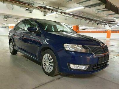 gebraucht Skoda Rapid 1,6 TDI Elegance DSG NAVI *FINANZIERUNG M... Limousine