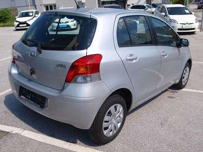gebraucht Toyota Yaris 1,0 VVT-i Sol wenig Kilometer