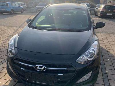 gebraucht Hyundai i30 1.6 Kombi / Family Van