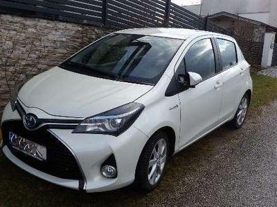 brugt Toyota Yaris 1,5 VVT-i Hybrid Lounge Limousine,