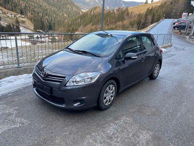 gebraucht Toyota Auris 1,4 D-4D 90 DPF Young Klein-/ Kompaktwagen
