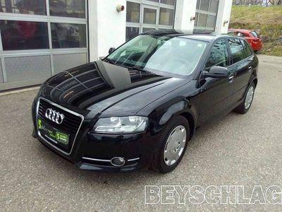 gebraucht Audi A3 Sportback A3 SB Select 1,6 TDI DPF, 90 PS, 5 Türen, Schaltgetriebe