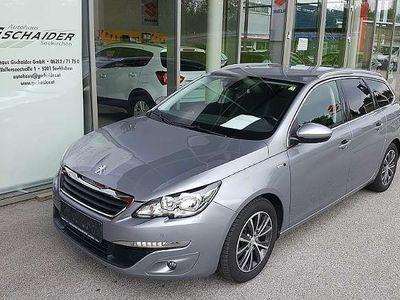 gebraucht Peugeot 308 SW 1,2 PureTech 110 Style S&S Kombi / Family Van,