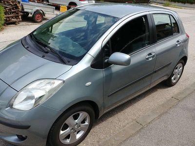 gebraucht Toyota Yaris 1,3 VVT-i Klein-/ Kompaktwagen