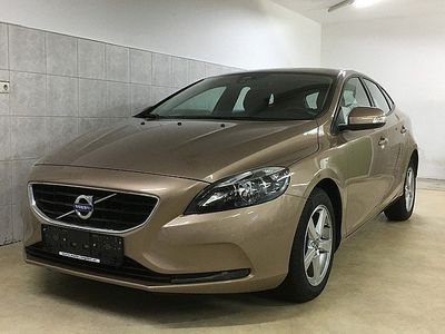 gebraucht Volvo V40 D2 Kinetic Navi-MF/Lenkr-PDC-Bluetooth-Alu-Metallic-MAL