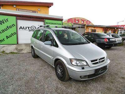 usado Opel Zafira Flexxline Plus 2,0 16V DTI Kombi / Family Van,