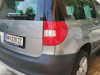 gebraucht Skoda Yeti 2.0 TDI Kombi / Family Van,