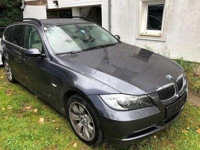 gebraucht BMW 330 3er-Reihe xi Touring Österreich-Paket Aut. Kombi / Family Van