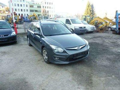 gebraucht Hyundai i30 CW blue 1.6 CRDi 66 kW Classic-EURO 5