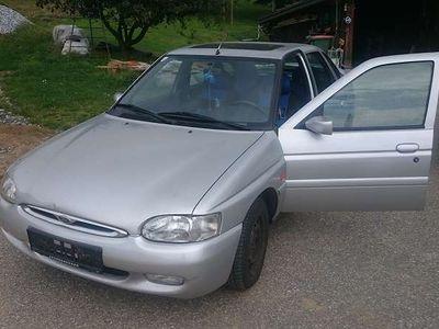 gebraucht Ford Escort Ghia 90PS Benzin Klein-/ Kompaktwagen,