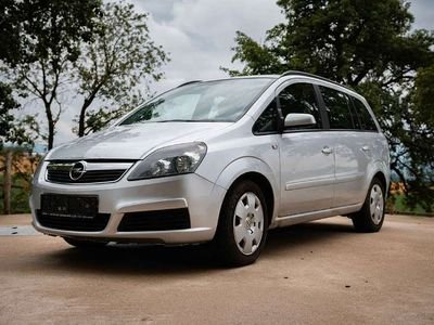 usado Opel Zafira 1.9 CDTI Kombi / Family Van,
