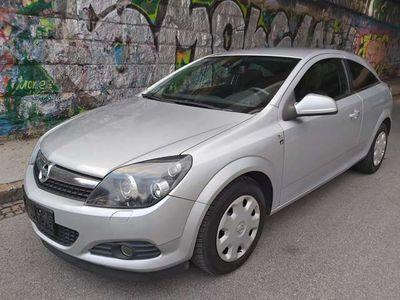 gebraucht Opel Astra GTC Astra 1,7 CDTIEdition 111 Jahre ecoFlex Limousine