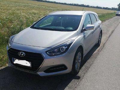 gebraucht Hyundai i40 Premium 1,7 CRDI Kombi / Family Van