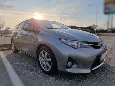 gebraucht Toyota Auris Touring Sports 1,4 D-4D Active Kombi / Family Van
