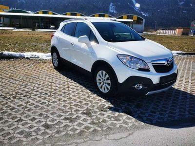 gebraucht Opel Mokka 1,7 CDTI!! ERSTBESITZ!!ALLRAD, LENKRADHEIZUNG, LEDER, PARKSENSOREN VORNE UND HINTEN, TEMPOMAT...!! Cosmo Start/Stop System SUV / Geländewagen
