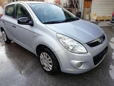 gebraucht Hyundai i20 1,3 Klein-/ Kompaktwagen
