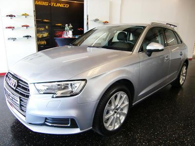 gebraucht Audi A3 Sportback 1,6 TDI design, Teilleder, Navi, Xenon, Tempomat Limousine,