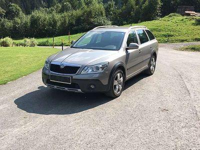 gebraucht Skoda Octavia Scout 2.0l 140PS Kombi / Family Van