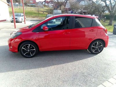 brugt Toyota Yaris 1,33 dVVT-i Style Panoramaglasdach Limousine,