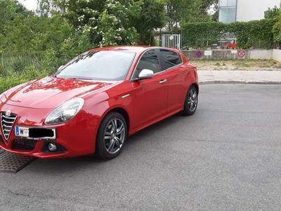 gebraucht Alfa Romeo Giulietta 1,4 TB 120PS Distinctive Klein-/ Kompaktwagen