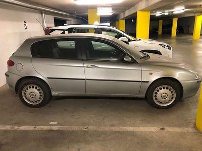 used Alfa Romeo 147 1,6 Twin Spark Klein-/ Kompaktwagen,